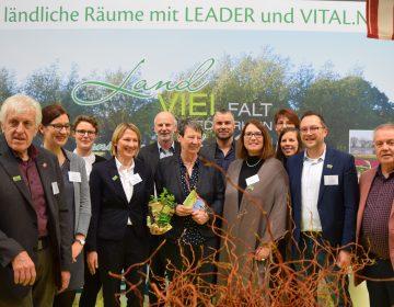 Umweltministerin Dr. Barbara Hendricks am LEADER-Stand